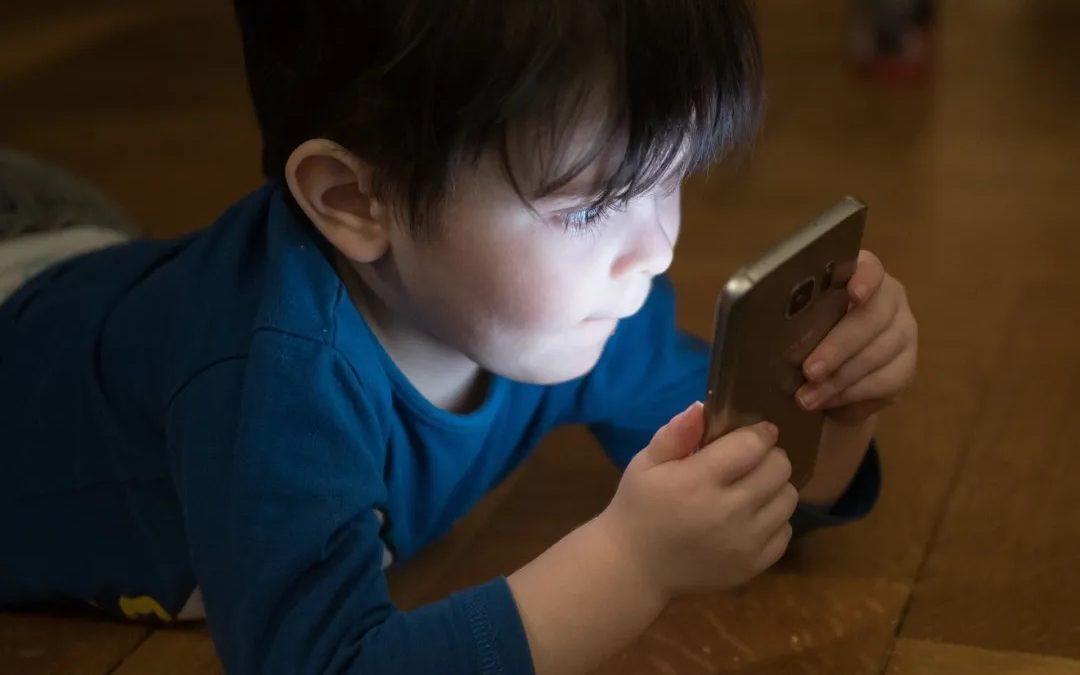 如何让孩子更聪明地对待科技? | 给父母的5个实用贴士